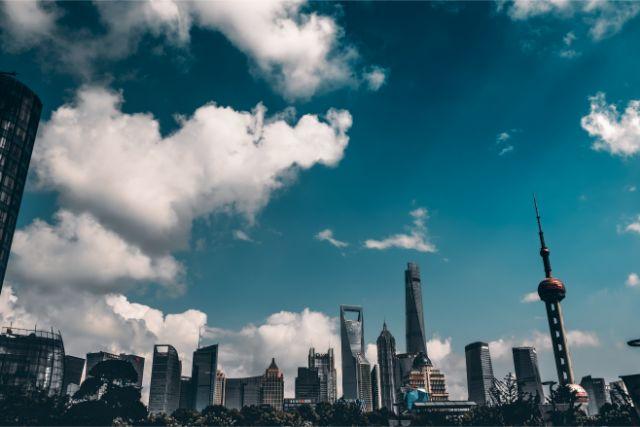青空の広がる中国の風景