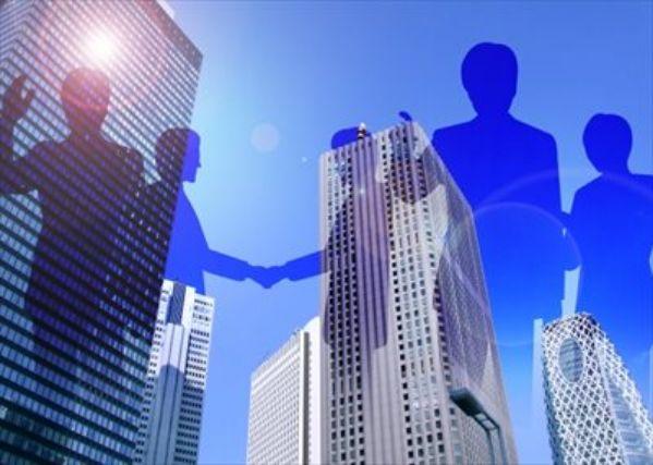 ビジネスマンの影とビル